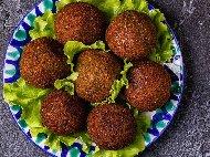 Печени вегетариански кюфтета от нахут, кашкавал и елда на фурна